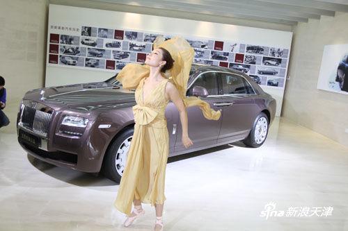 舞蹈演员演绎欢庆女神百年历史