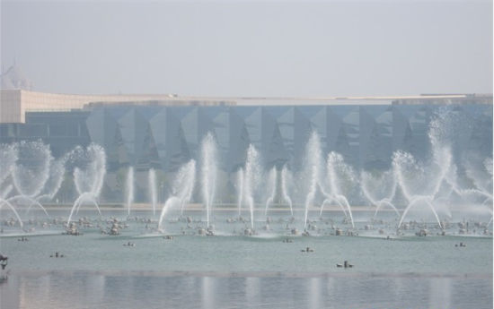 旅游 旅游线路 正文    早上开馆时候音乐喷泉开放了,很有气势,花样变