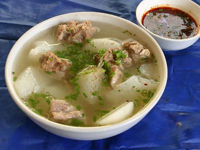 萝卜排骨汤(图片来源:昵图网)