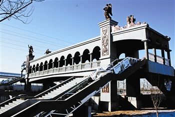 天津市武清区新建欧式全封闭过街天桥