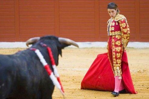 西班牙女斗牛士表演