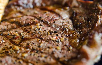 黑椒西冷牛排。图片来源:互联网