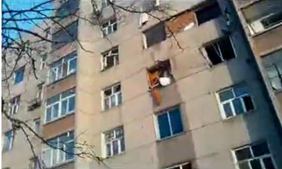 实拍长春居民楼爆炸后现场