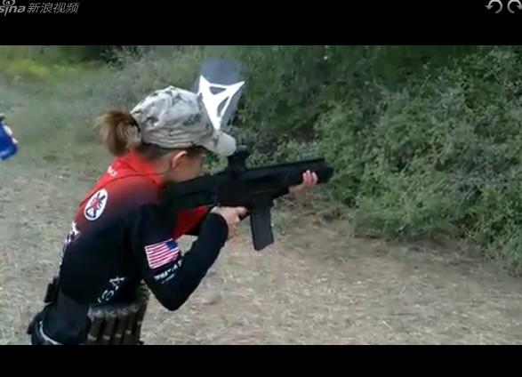 13岁超萌女枪手 1人3枪击倒28标靶