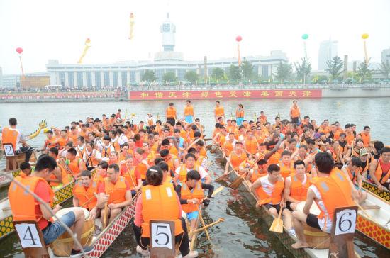 龙舟节参赛队伍(摄影:卞程)
