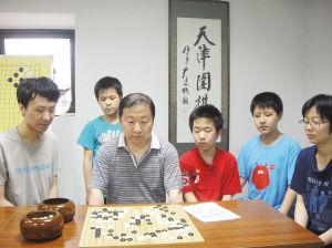 陈瑞下棋中