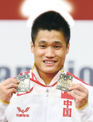 吕小军展示奖牌