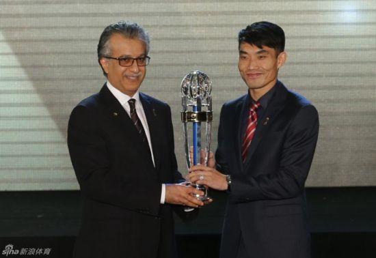 图为:郑智获亚洲足球先生。来源:新浪体育