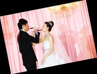 图为:新婚夫妇杨启鹏和欧阳珊珊。