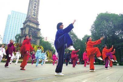 """锐视角第61期:广场舞如何""""跳出""""扰民困局"""