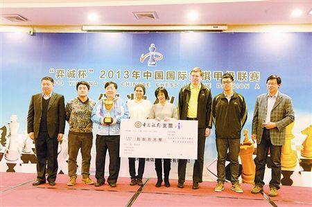 图为:天津南开大学队首次夺冠。 来源:今晚报 摄影/迟昕欣