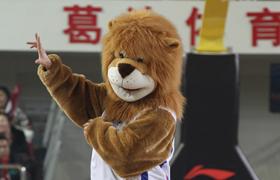 天津男篮吉祥物跳街舞 助阵球队进军季后赛