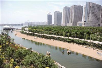 图为滨海新区彩带岛公园景色。