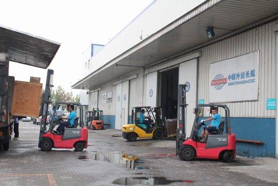 天津航空物流区入驻企业员工工作现场