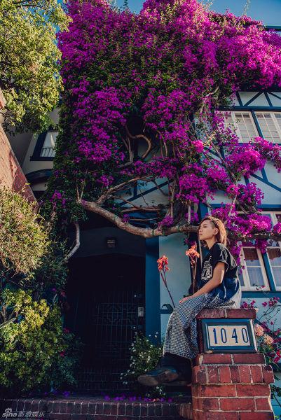 周笔畅新书裙装写真漫步加州唯美艺术