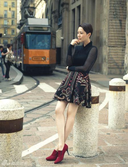 海清欧洲街头秀长腿变职场女知性干练