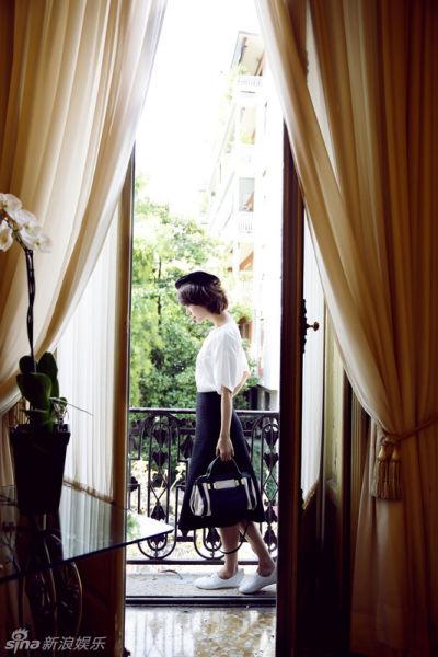 王珞丹清新写真甜美出镜展温暖笑容