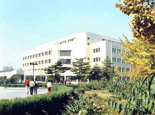 中國農業大學   中國農業大學圖書館由東館