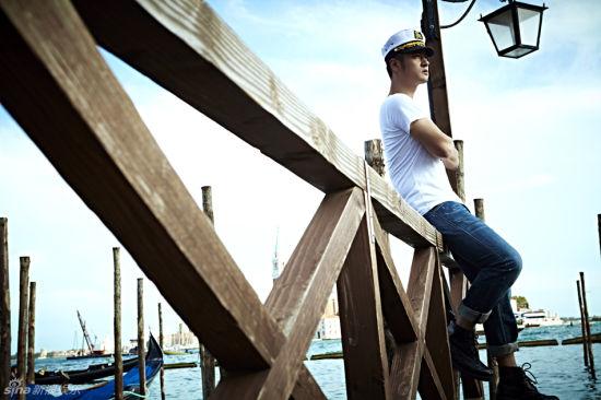 任重海边写真简单演绎型男风采