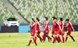 中国女足队长李冬娜与韩国球队水原设施签约一年
