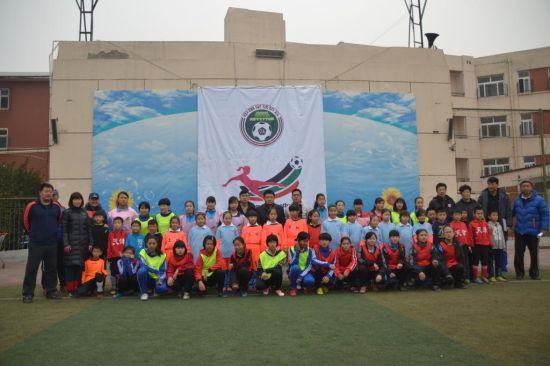 女孩足球节在土城小学精彩上演
