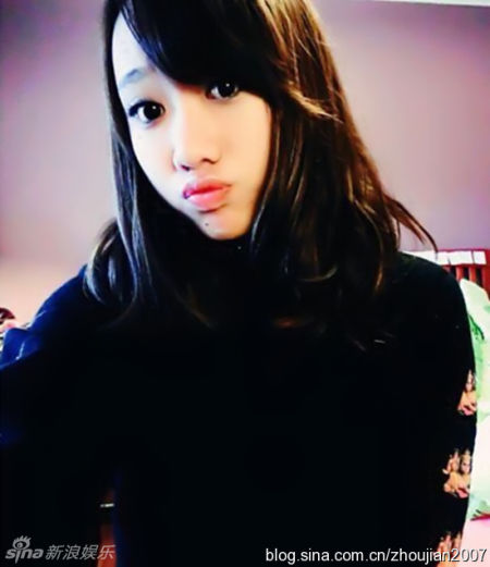 闫妮17岁女儿浓妆俏丽美人痣抢镜
