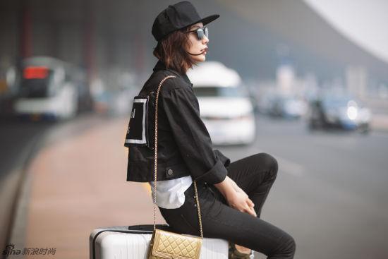 王珞丹夏日机场街拍极简Look随性具型格