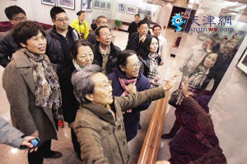 周恩来的侄女周秉德、周秉宜、周秉建,侄子周秉钧专程从北京赶到周邓纪念馆祭奠先人