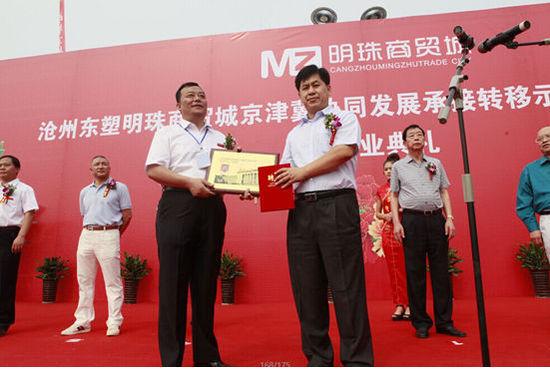 在承接北京动物园批发市场